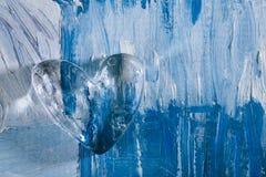 在蓝色抽象背景的玻璃心脏 免版税库存图片