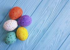 在蓝色木传统小组概念土气的设计的复活节彩蛋 免版税图库摄影