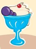 在蓝色杯子的冰淇凌 库存照片