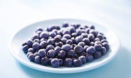 在蓝色板材的蓝莓 免版税库存照片