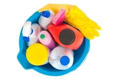在蓝色桶的清洁物品 免版税库存照片