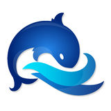 在蓝色波浪的鱼 库存图片