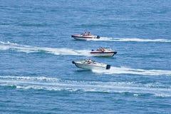 在蓝色海岸的速度小船 库存照片