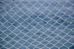 在蓝色海的网 免版税库存图片