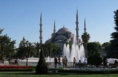 在蓝色清真寺附近的美丽的喷泉-苏丹Ahmet Camii在伊斯坦布尔,土耳其 库存图片
