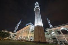 在蓝色清真寺,莎阿南,马来西亚的夜视图 库存照片