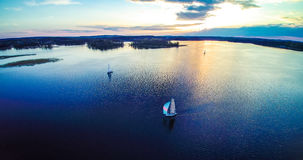 在蓝色湖的船 图库摄影