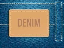 在蓝色牛仔布织品的皮革标签 传染媒介例证模板 库存图片