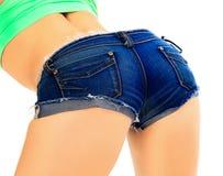 在蓝色牛仔裤短裤的母驴子 免版税库存图片