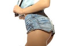在蓝色牛仔裤短裤的母驴子 库存照片