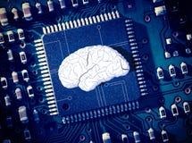 在蓝色电路板中间的脑子 免版税图库摄影