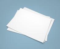 在蓝色的三白皮书板料 库存图片