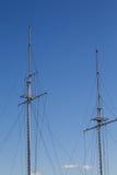 在蓝色的两高帆柱 库存照片