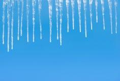 在蓝色的冰柱 免版税库存照片