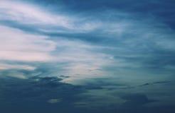 在蓝色的天空 免版税库存照片