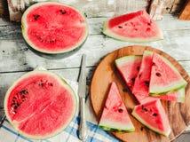在蓝色的新鲜的切的西瓜木背景 戒毒所饮食a 免版税图库摄影