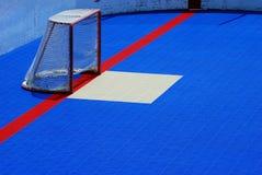 在蓝色的曲棍球网 库存图片