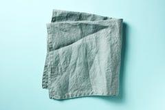 在蓝色的棉花餐巾,从上面 免版税库存照片