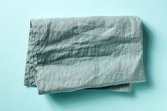 在蓝色的棉花餐巾,从上面 免版税库存图片