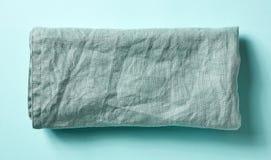 在蓝色的棉花餐巾,从上面 库存图片