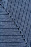 在蓝色的针织品镶边与装饰缝 免版税库存照片