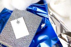 在蓝色的银色礼物 免版税图库摄影