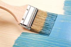 在蓝色的绘的自然木头 免版税库存图片