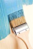 在蓝色的绘的自然木头 免版税图库摄影