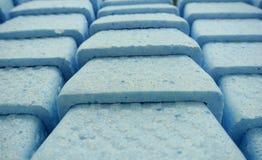 在蓝色聚苯乙烯泡沫塑料的箱子 库存图片