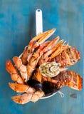 在蓝色背景的新鲜的海鲜 免版税库存照片