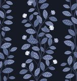 在蓝色背景的无缝的花卉样式 库存图片