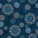 在蓝色背景的无缝的装饰模式 免版税库存图片