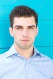 在蓝色背景的有吸引力的男性时装模特儿 库存图片