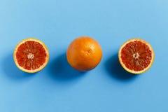 在蓝色背景的桔子 免版税图库摄影