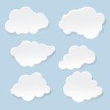 在蓝色背景的白色云彩 库存例证