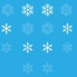 在蓝色背景的白色雪花 免版税库存图片