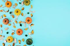 在蓝色背景的装饰南瓜 免版税库存图片