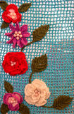 在蓝色背景的钩针编织的花 免版税图库摄影