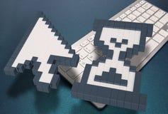 在蓝色背景的键盘 计算机标志 3d翻译 3d例证 免版税图库摄影