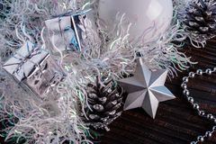 在蓝色表面无光泽的背景的圣诞节构成 免版税库存图片