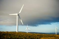 在蓝色被覆盖的天空的风轮机 免版税图库摄影
