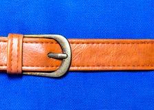在蓝色织品的传送带皮革 免版税图库摄影