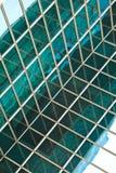 在蓝色玻璃墙背景的现代办公室architectur 库存图片