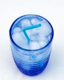 在蓝色玻璃的新饮料 图库摄影