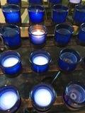在蓝色玻璃的蜡烛 免版税图库摄影