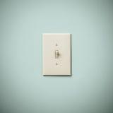 在蓝绿色水色小野鸭墙壁上的Lightswitch 库存照片