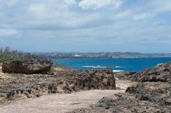 在蓬塔Marillos的岩石岸 免版税库存照片