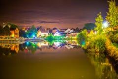 在蔓延alsacian运河的秋天镜子的和平 库存图片