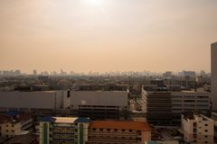 在薄雾或smo的曼谷市街市都市风景都市地平线 库存图片