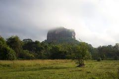 在薄雾斯里兰卡的登上锡吉里耶 库存图片